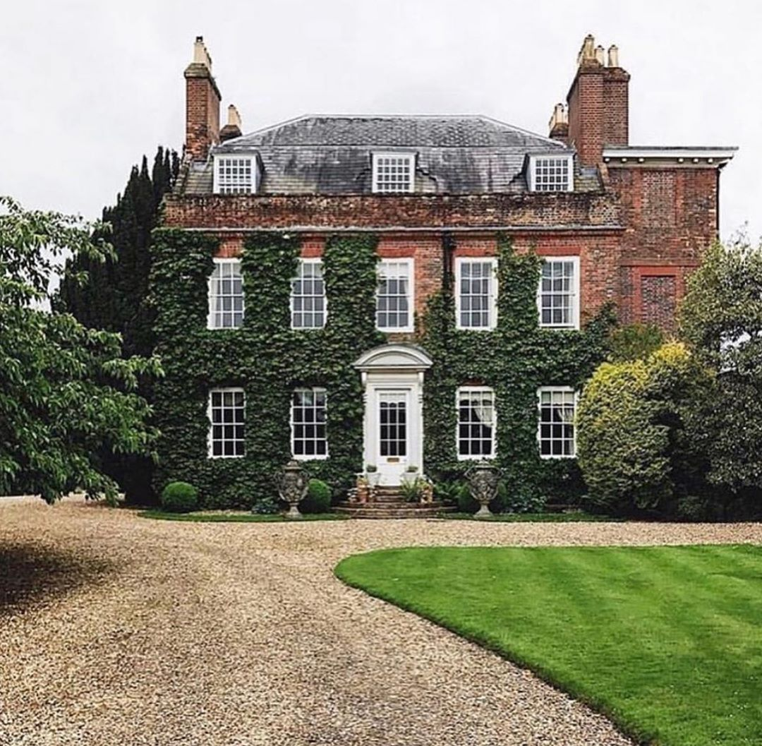 Danna Callahan On Instagram A Garden Landscape Done Simply Enhances The Architecture As Feat In 2020 English Manor Houses Architecture English Architecture