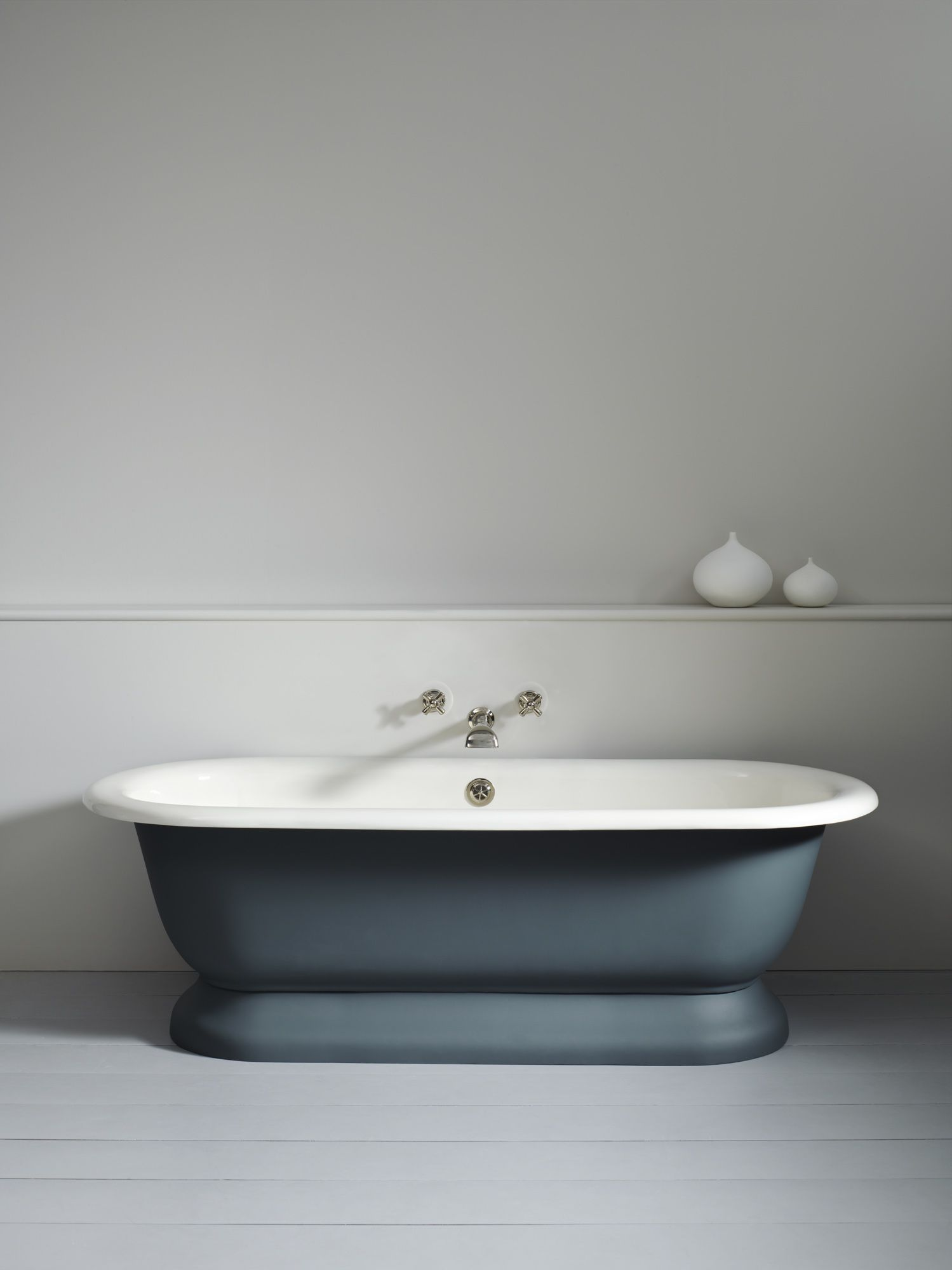Lonsdale Bath with painted exterior - can be painted in any colour | I just love this matte green colour