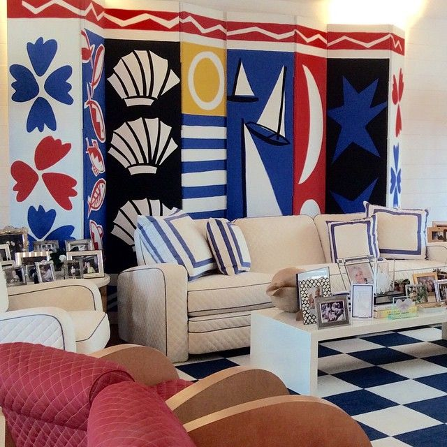 Yesterday's visit to a clients home in Boca Raton-done in 1990! That's kinda crazy. A pair of screens were painted for the room by Tom Slaughter. Sadly Tom passed away last month-a super talented artist-kind and warm and funny. #bocaraton#florida #sunshinestate #art#decor #redwhiteandblue #anthonybaratta#DecorateHappy #interiors #instadecor #inspiration #color #coloriseverything #tomslaughter