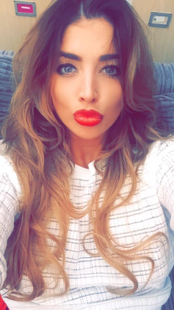 Scarlet Bouvier (@ScarletBouvier)   Straight hairstyles