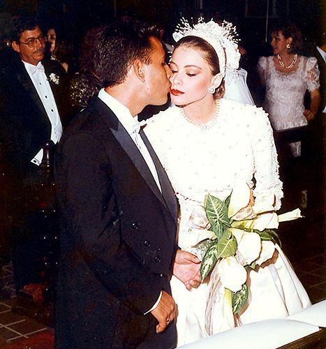 Sofia Vergara Gets A Smooch At The Alter At Her First Wedding To Joe Gonzalez In 1991 Sofia Vergara Wedding Celebrity Bride Celebrity Wedding Photos,Royal Blue Dress For Wedding Guest