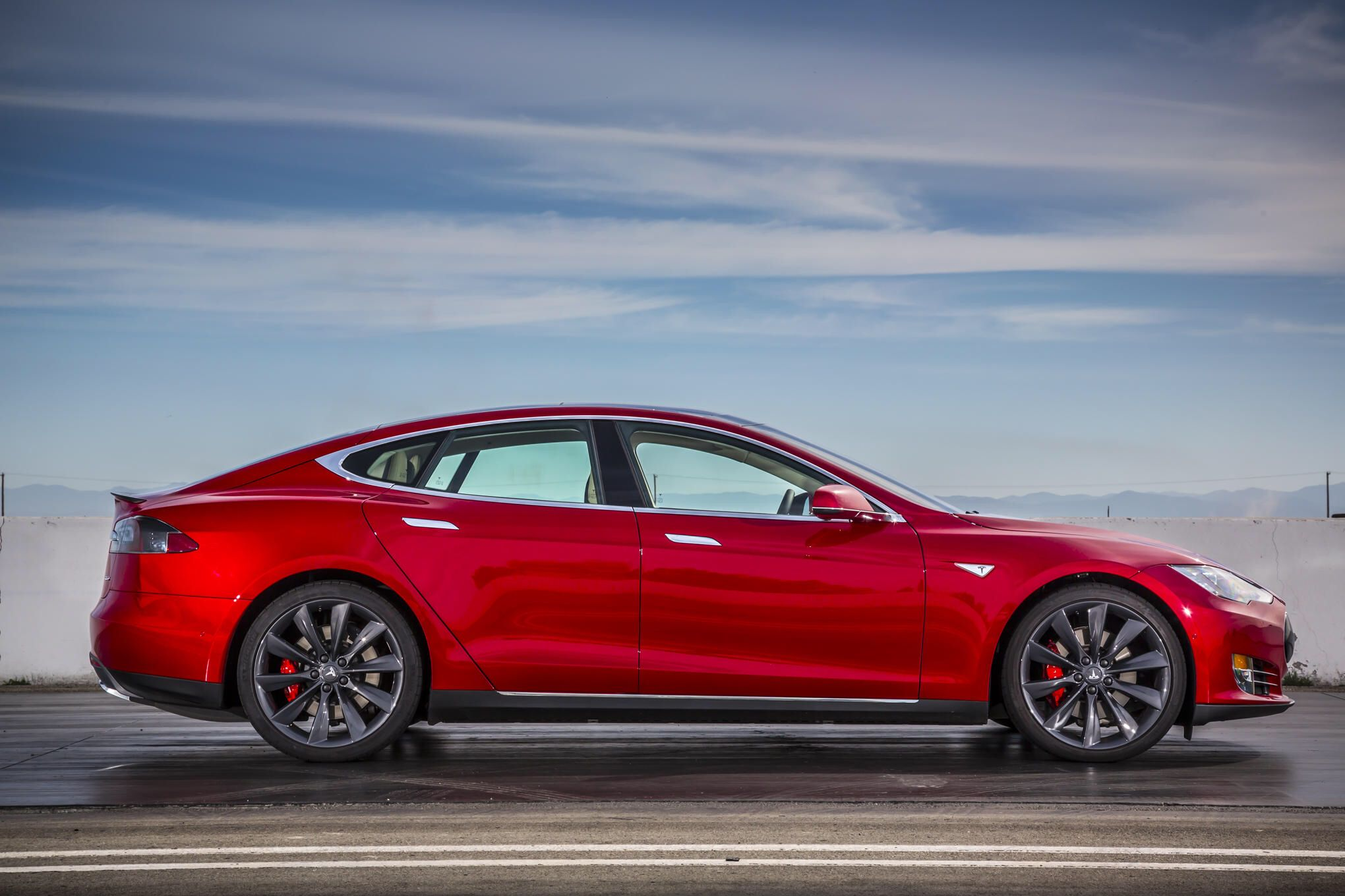 """Tesla Debuts """"Ludicrous"""" Speed Update, 90kWh Battery for"""