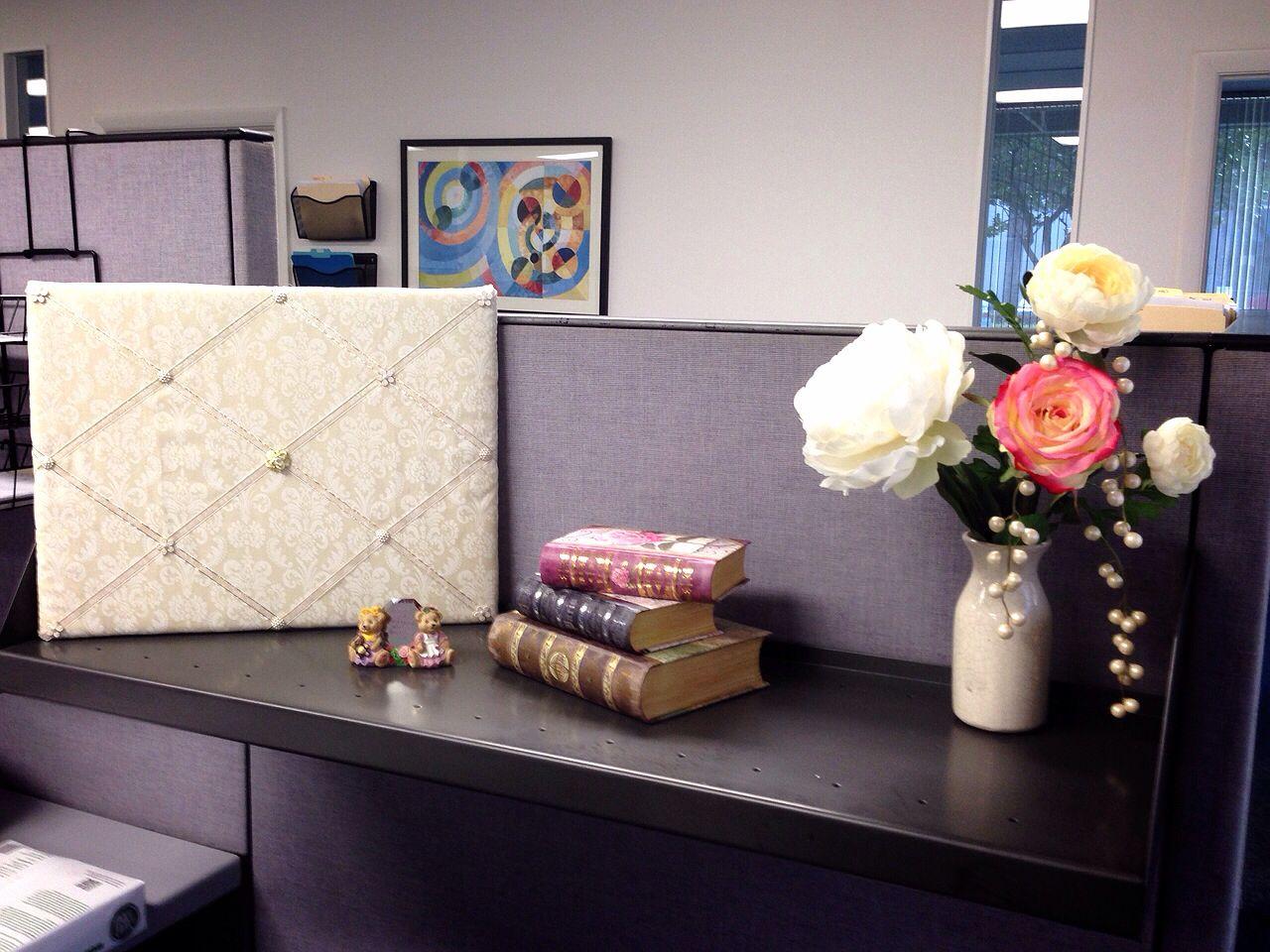 Hott cubicle decor Cubicle decor office Work space