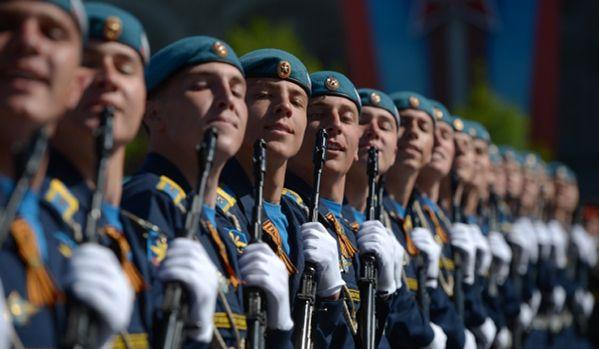 У Москви одржана Парада победе, а у Београду најављена геј-парада  - http://www.vaseljenska.com/vesti/u-moskvi-odrzana-parada-pobede-u-beogradu-najavljena-gej-parada/