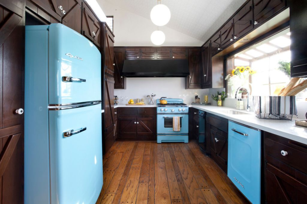 U Shaped Kitchen With Blue Appliances Arranging Large Kitchen