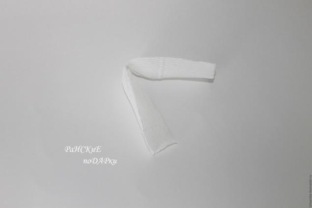 Для изготовления тюльпанов нам потребуются: креп-бумага, флорпроволока, тейплента, скотч двухсторонний, нитки, ножницы, конфеты. на кончике проволоки делаем крючечек, чтобы не проткнуть конфету обматываем скотчем прикреляем на скотч конфетку отрезаем отрезок бумаги, длина -…