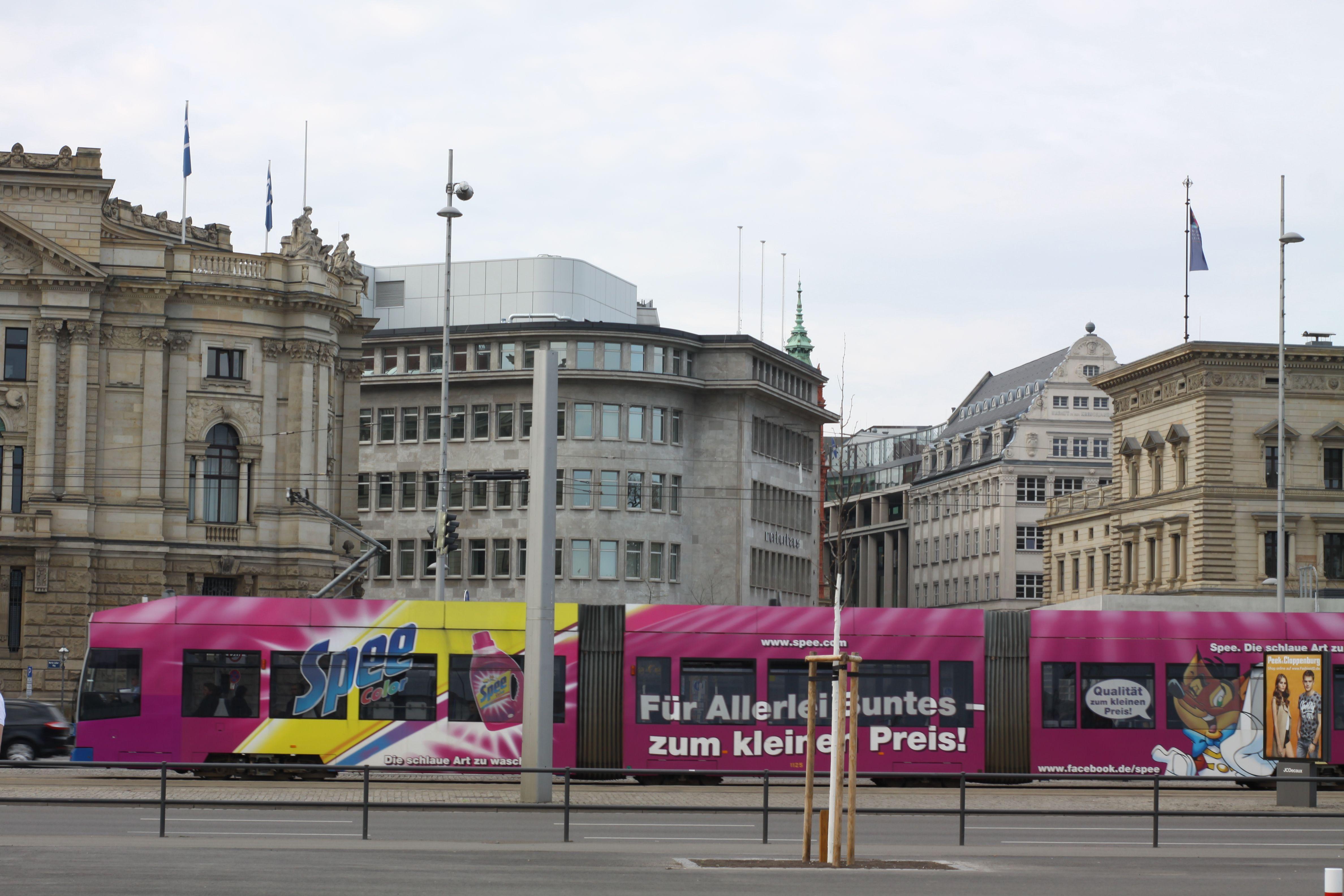 Leipziger Strassenbahn Lvb Unterwegs Durch Die Innenstadt Innenstadt Strassenbahn Unterwegs