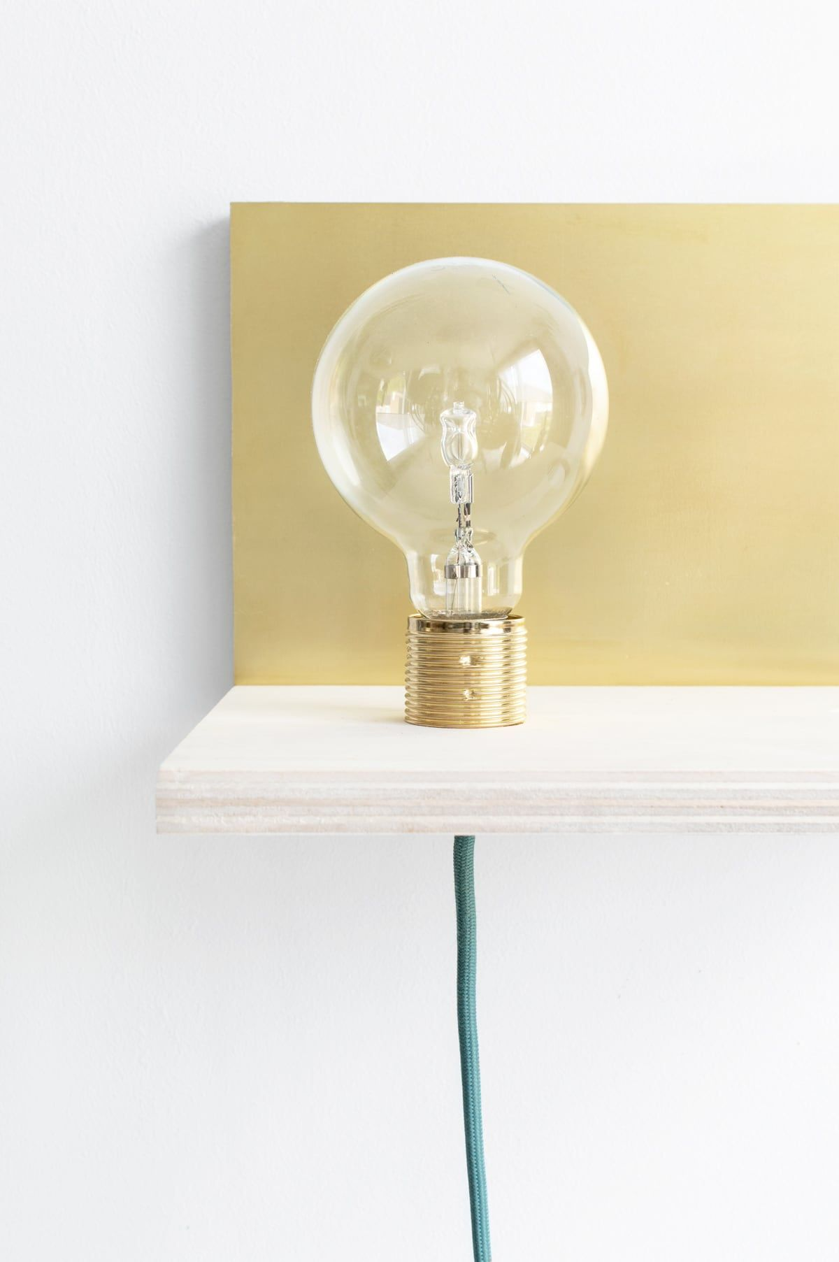 Wandplank Met Lamp.Diy Maak Je Eigen Zwevende Wandplank Met Lamp En Plantje