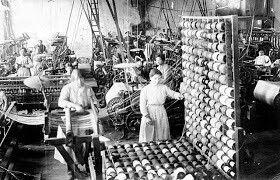 """Desde su implantación a mediados del siglo XIX, las colonias textiles de Cataluña supusieron una revolución industrial y social; situadas en zonas rurales, fueron concebidas como """"fábricas-ciudad"""", con viviendas, escuela, economatos, teatro, y por supuesto con su iglesia."""
