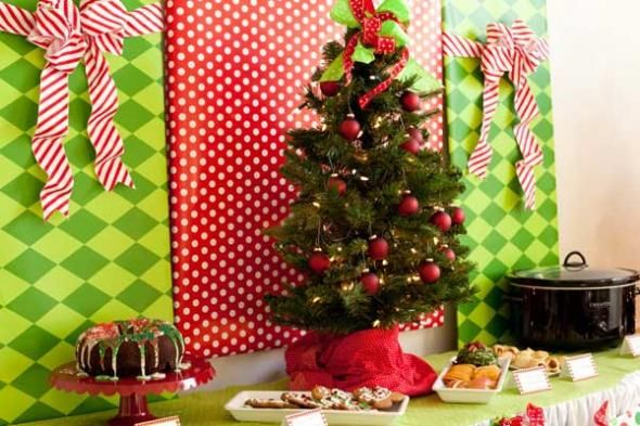 christmas dinner party decorations tips for throwing ugly sweater parties - Ugly Christmas Sweater Party Decorations