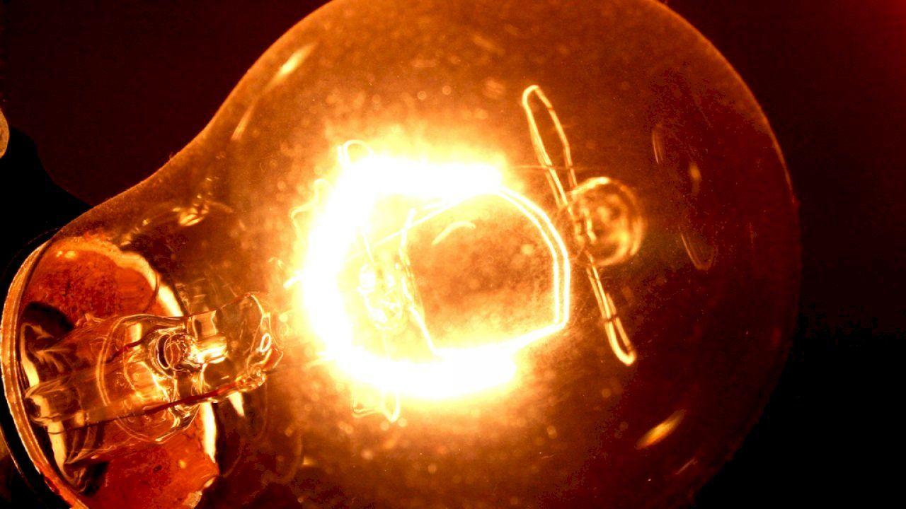متى اخترع المصباح الكهربائي Bulb Edison Light Bulbs Light Bulb