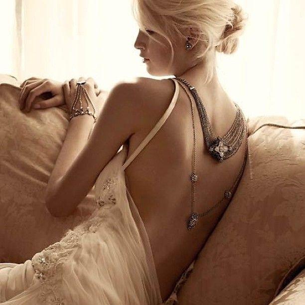 Beautifull dress and amazing jelewry