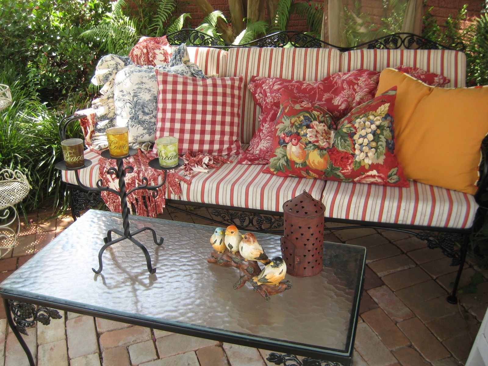 Love this old patio furniture makeover Very cute