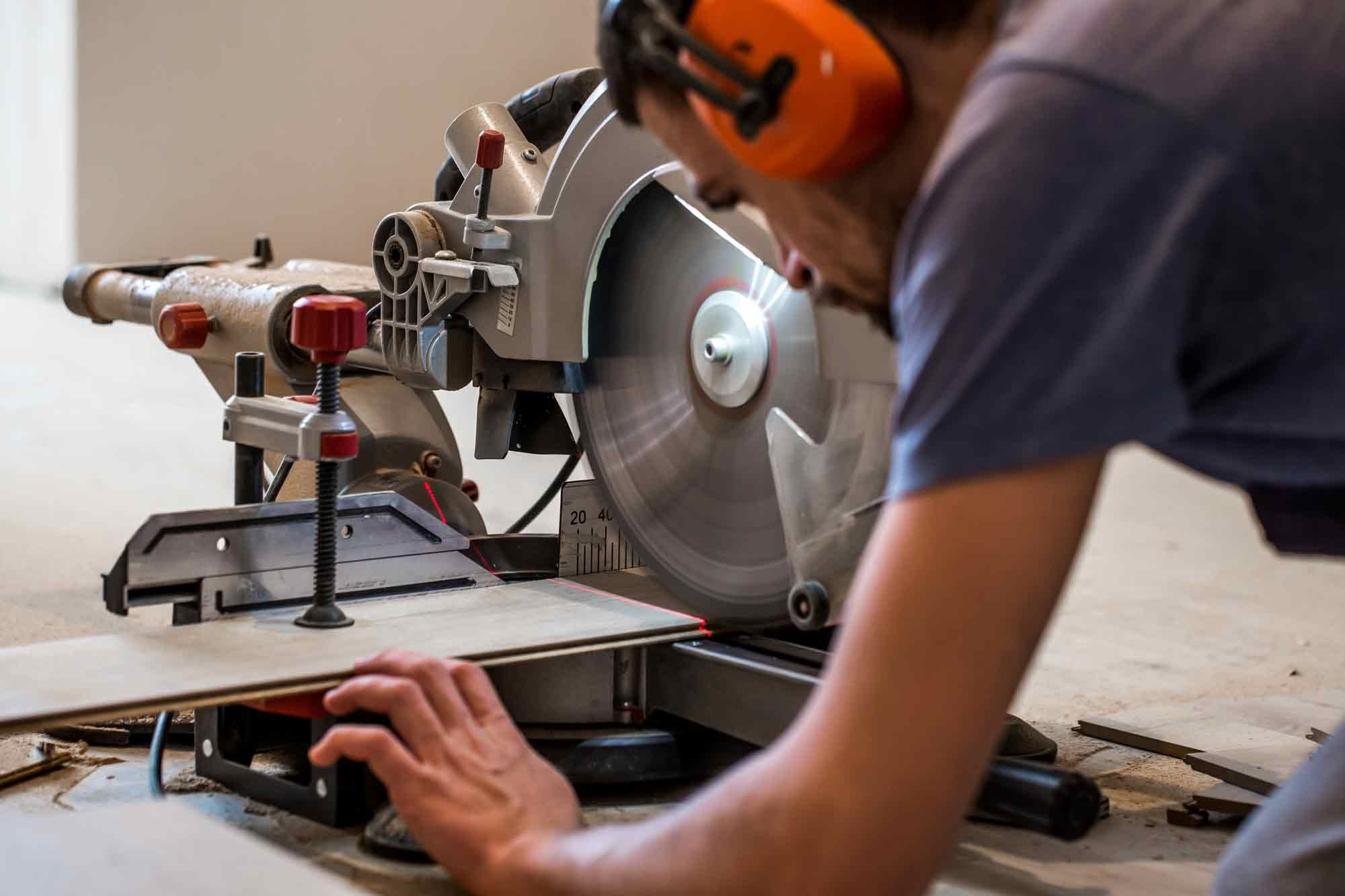 Miter Saw Vs Table Saw Which Is Right For Your Needs Woodworking Woodworking Saws Miter Saw