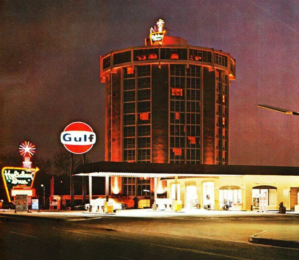 Holiday Inn - Gulf Gasoline Station