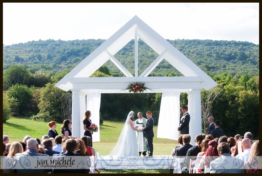 Springfield Manor Wedding Pictures Ceremony At The Foot Of Mountain