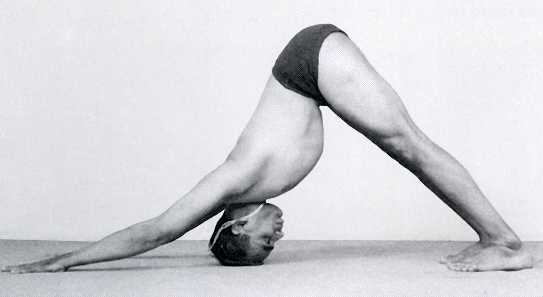 B K S Iyengar in adho mukha svanasana. | Yoga iyengar, Posturas de yoga, Yoga