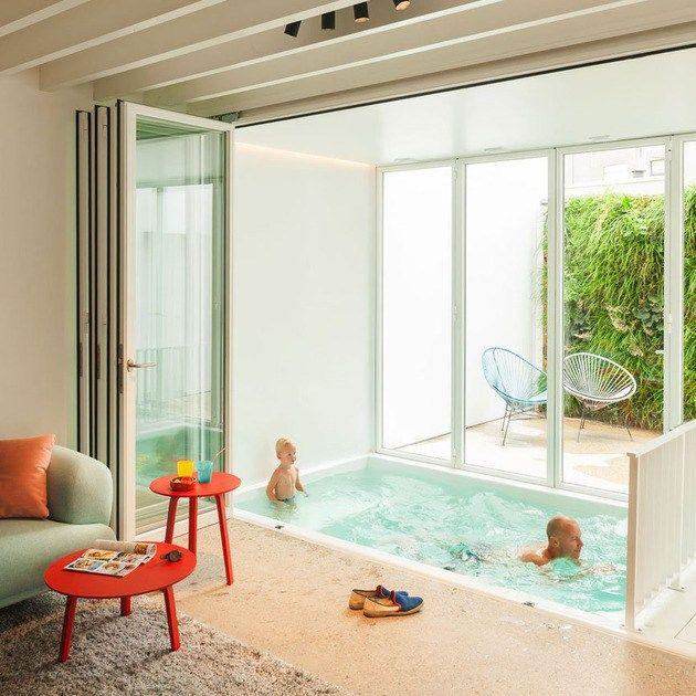 schwimmbad im wohnzimmer faltt ren umgeschlossen my ideal house pinterest piscinas. Black Bedroom Furniture Sets. Home Design Ideas