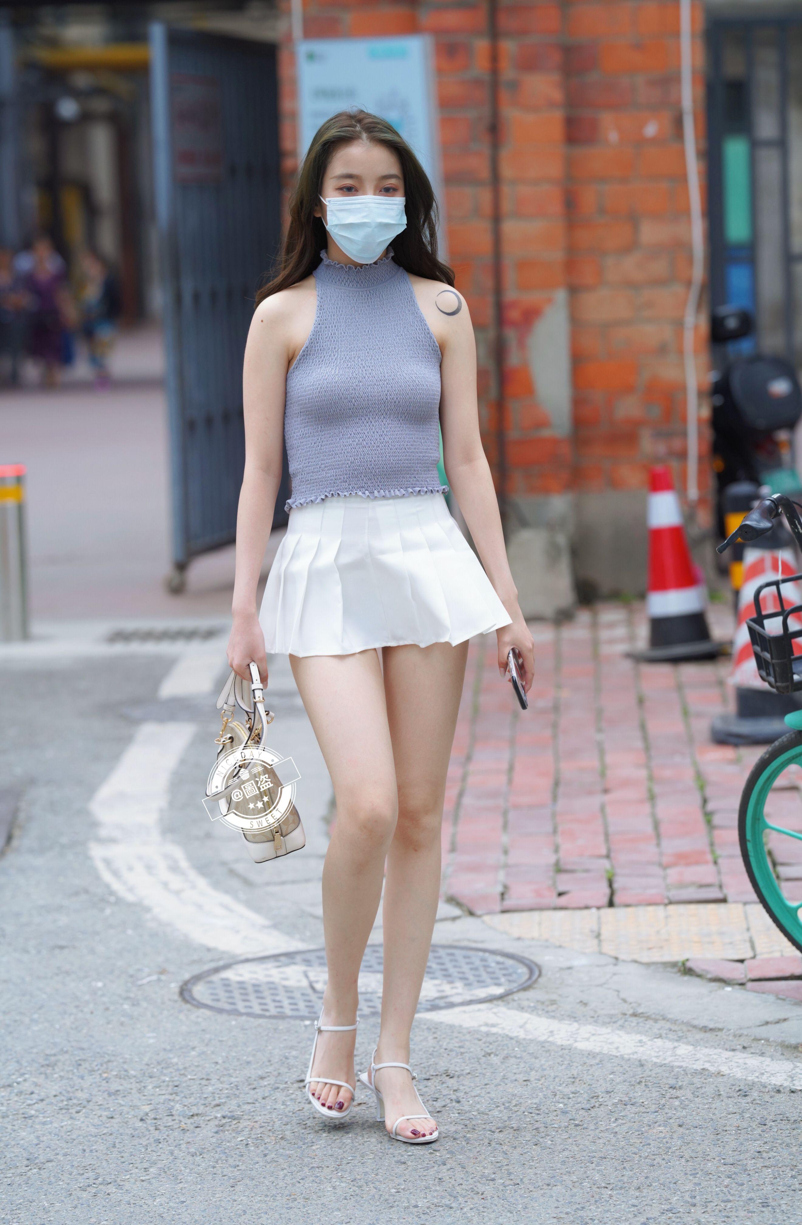 戴著口罩的長腿美女