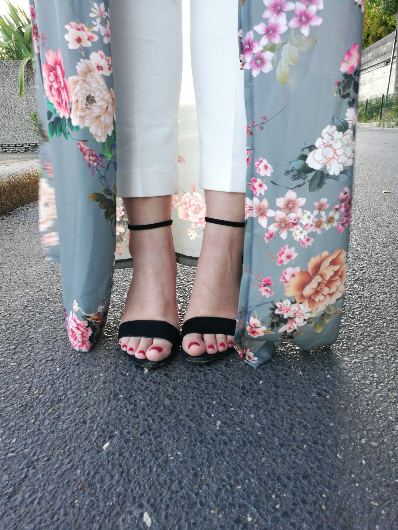 Invitada perfecta, invitada, invitadas, invitada boda, kimono, pantalones de pinzas, París, vestido camisero, vestido largo de flores, estampado, boda, bodas, invitada de día, invitadas perfectas