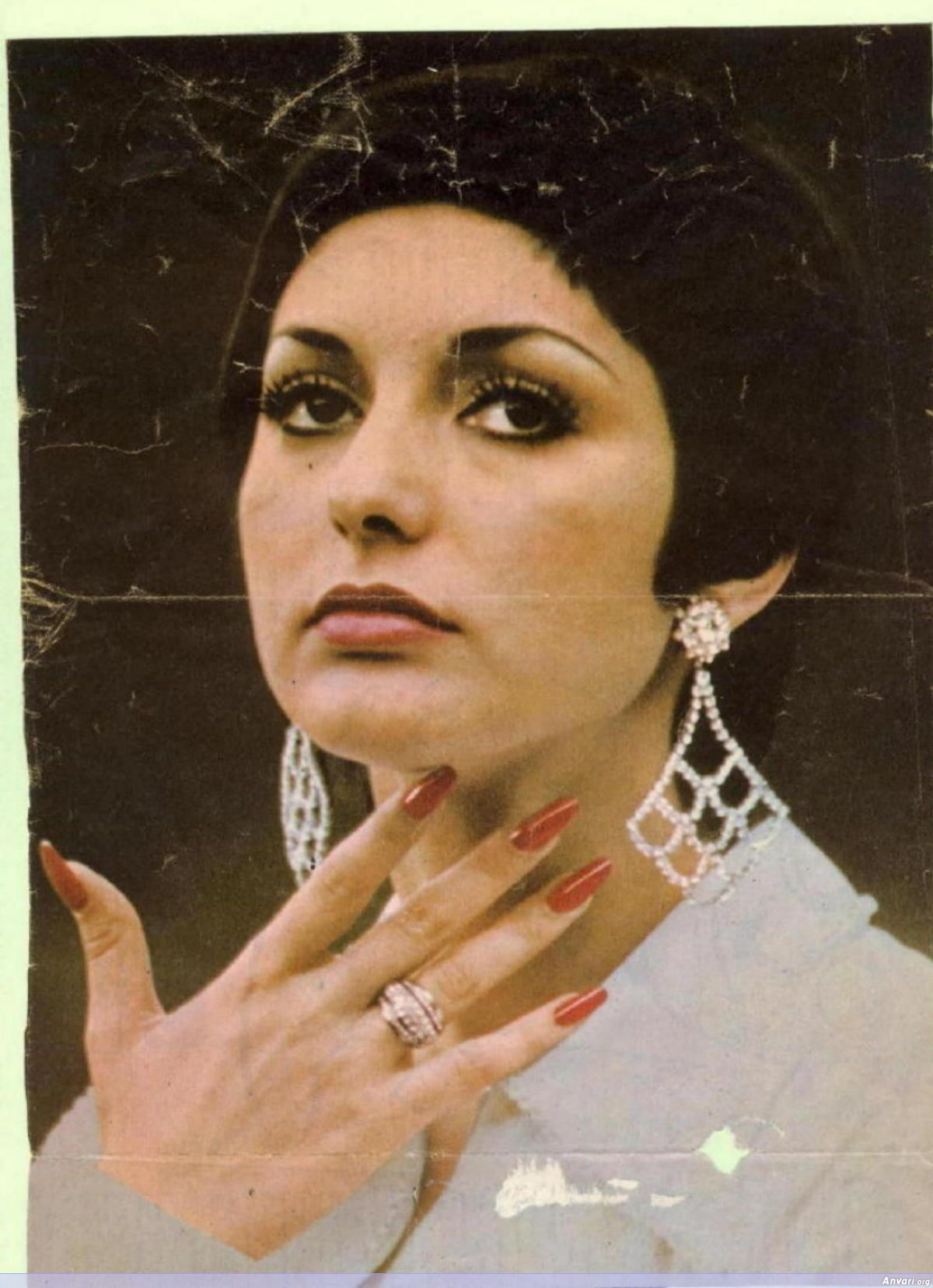 Watch Googoosh video