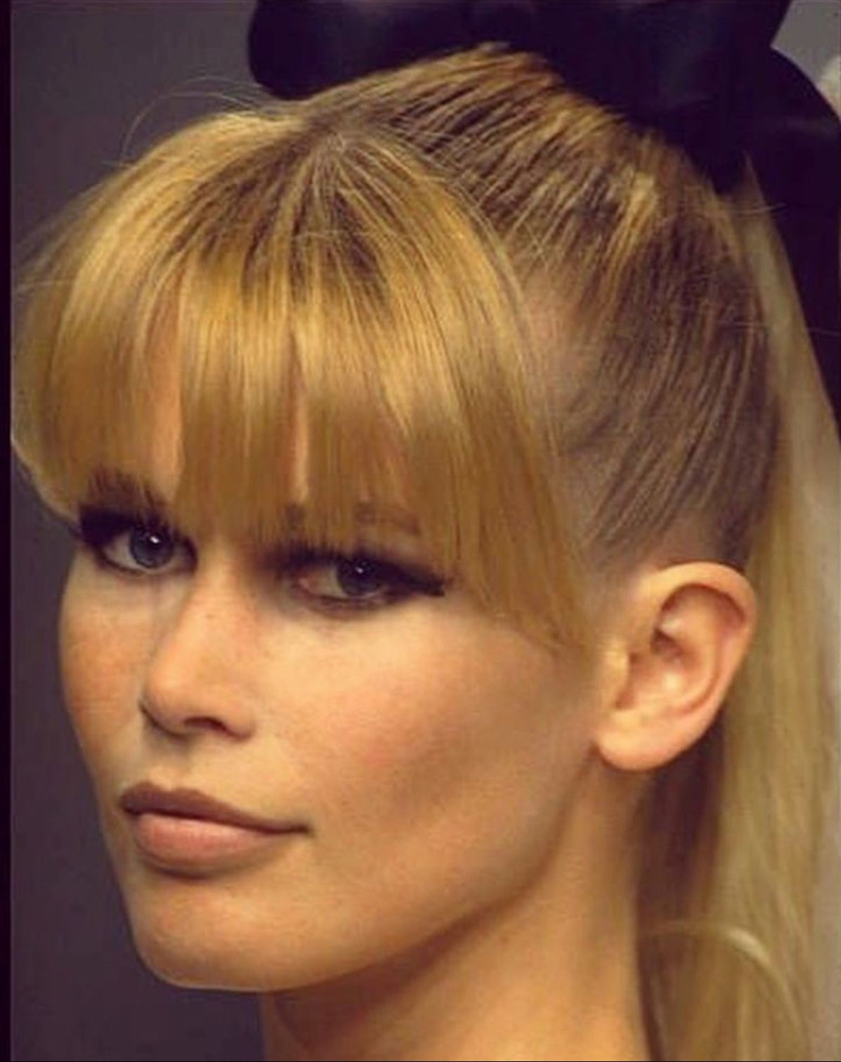 Pin By Moj Profil On Claudia Schiffer Hair Muse Claudia Schiffer Blonde Actresses