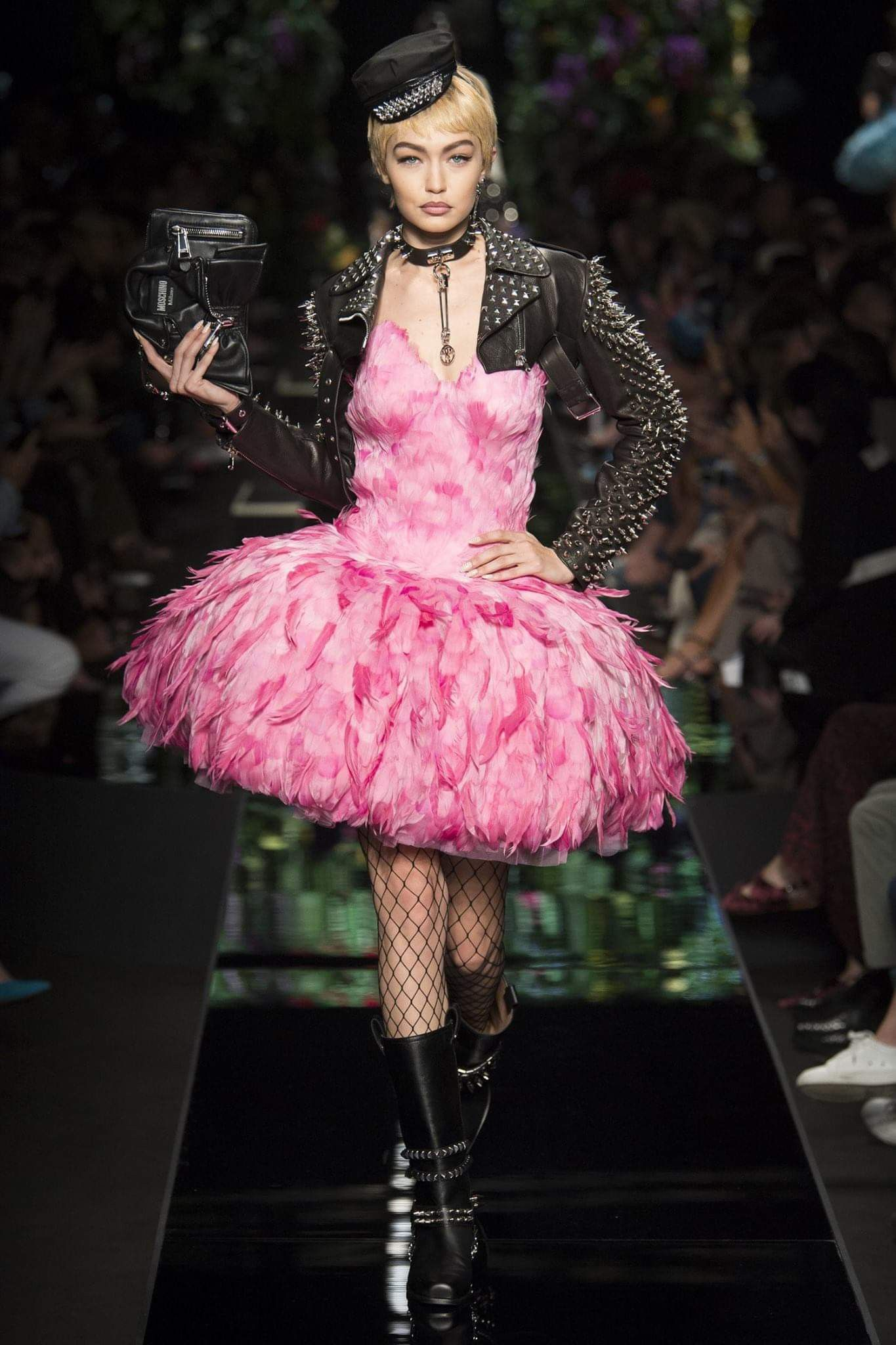 2a354b68679 Love, beauty and femininity. At the Milano Fashion Week shows, Dolce e  Gabbana sent the Queen of