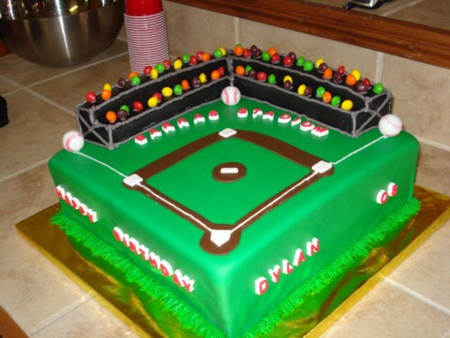 I made this cake from 2 different pics from this Baseball
