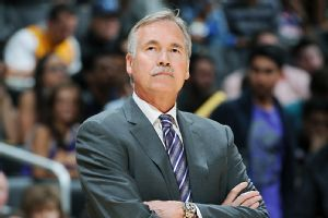 Lakers D Antoni Resigns After 27 55 Season Mike D Antoni La Lakers Los Angeles Lakers