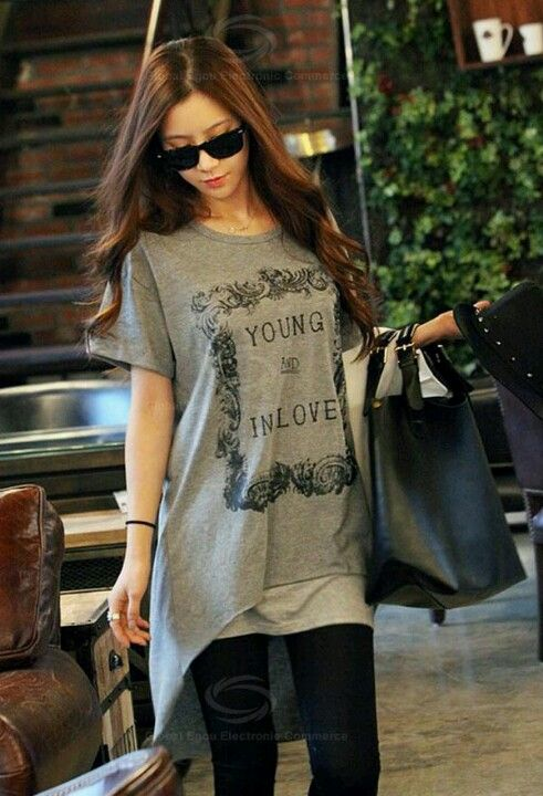 Scoop Neck Photo Type English Print High-Low Hem Short Sleeve Cotton T-Shirt