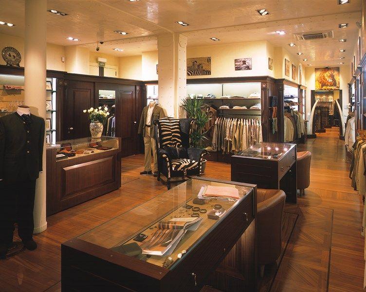 beretta gallery paris 57 rue pierre charron 75008 paris france close to parking vinci in. Black Bedroom Furniture Sets. Home Design Ideas