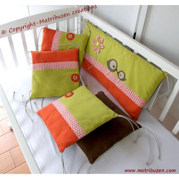 tr s joli tour de lit coussins pour b b r alis dans de tr s beaux tissus tr s doux au toucher. Black Bedroom Furniture Sets. Home Design Ideas