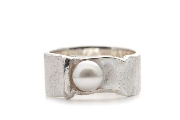 Wim Meeussen : Ring zilver met witte parel