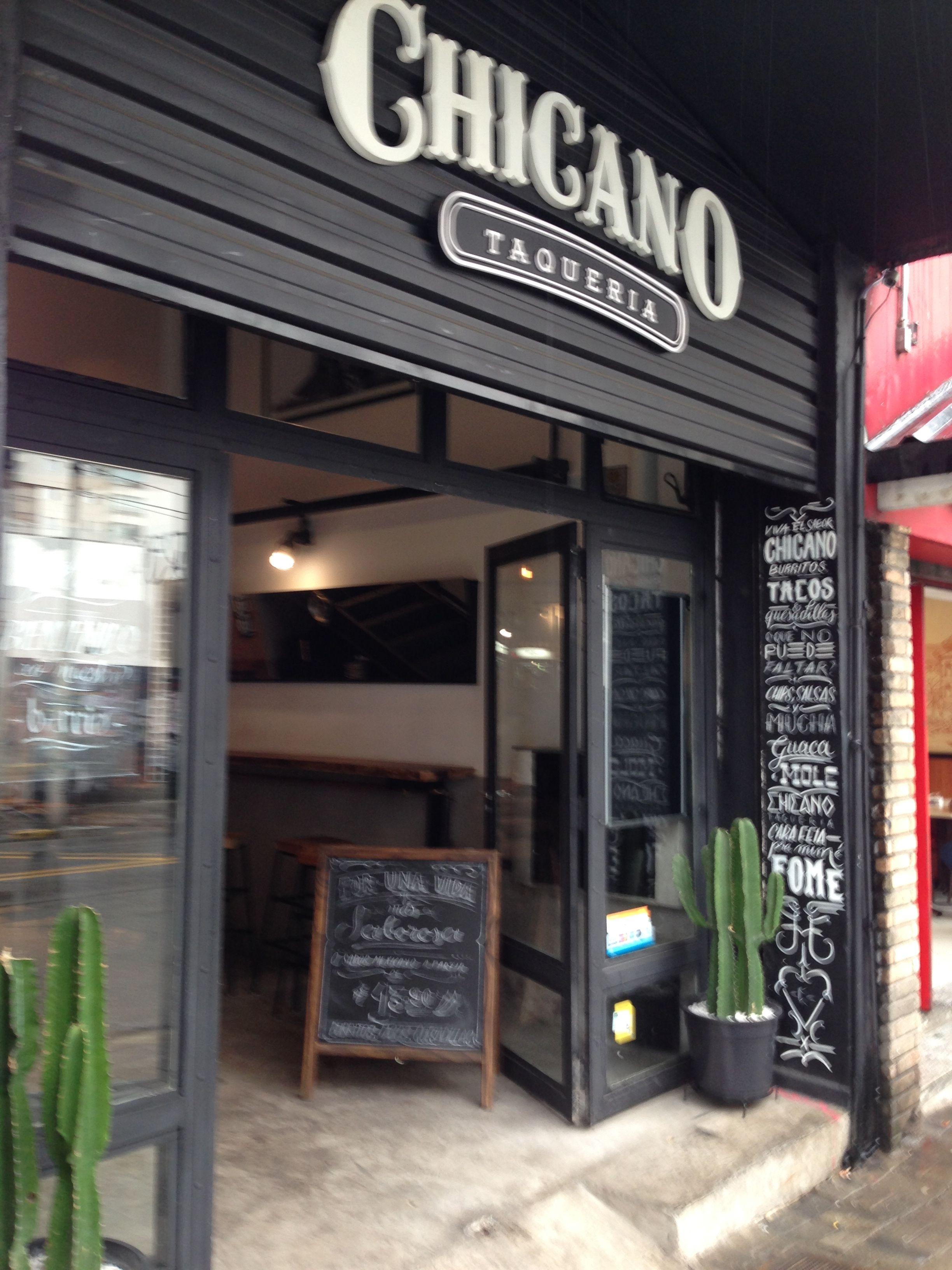 Fachada do Chicano Taqueria, em São Paulo. Projeto de ...