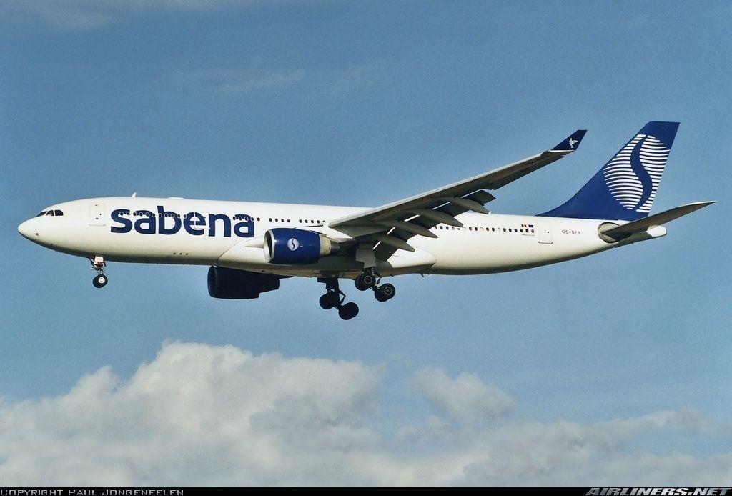 Airbus A330-223, Sabena, OO-SFR, cn 296, first flight 8.9.1999, Sabena delivered 6.10.1999. Foto: Brussels, Belgium, 5.11.2001.