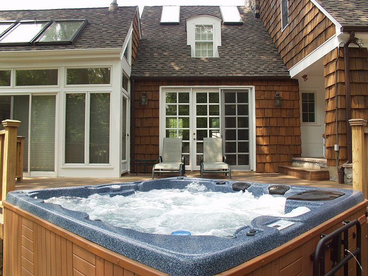 Do you like Hot Tubs on a deck or built in? | Hot tubs, Tubs and ...