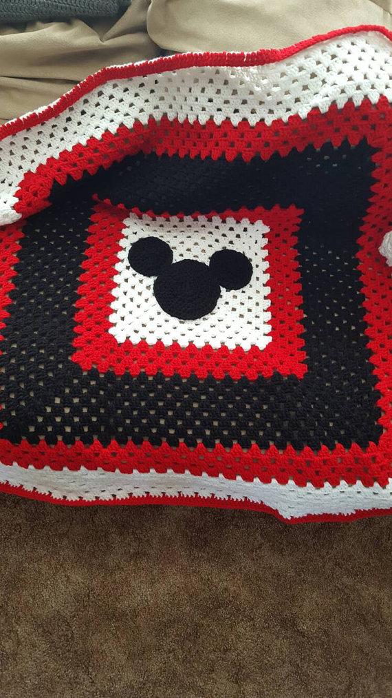 Crochet mickey mouse granny square blanket | Häkeln und Handarbeiten