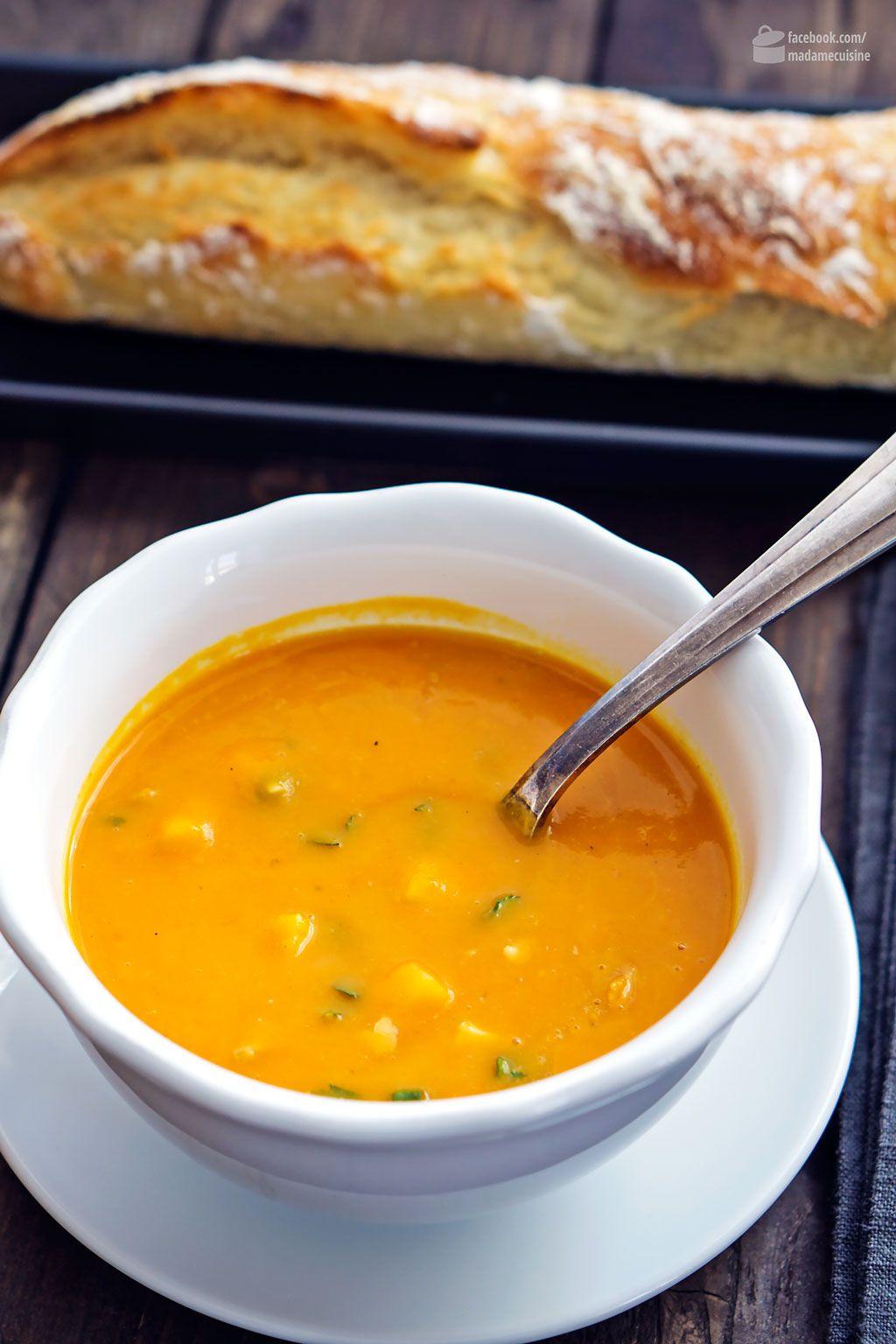 Kürbissuppe mit Mango, Koriander & Erdnüssen | Madame Cuisine Rezept