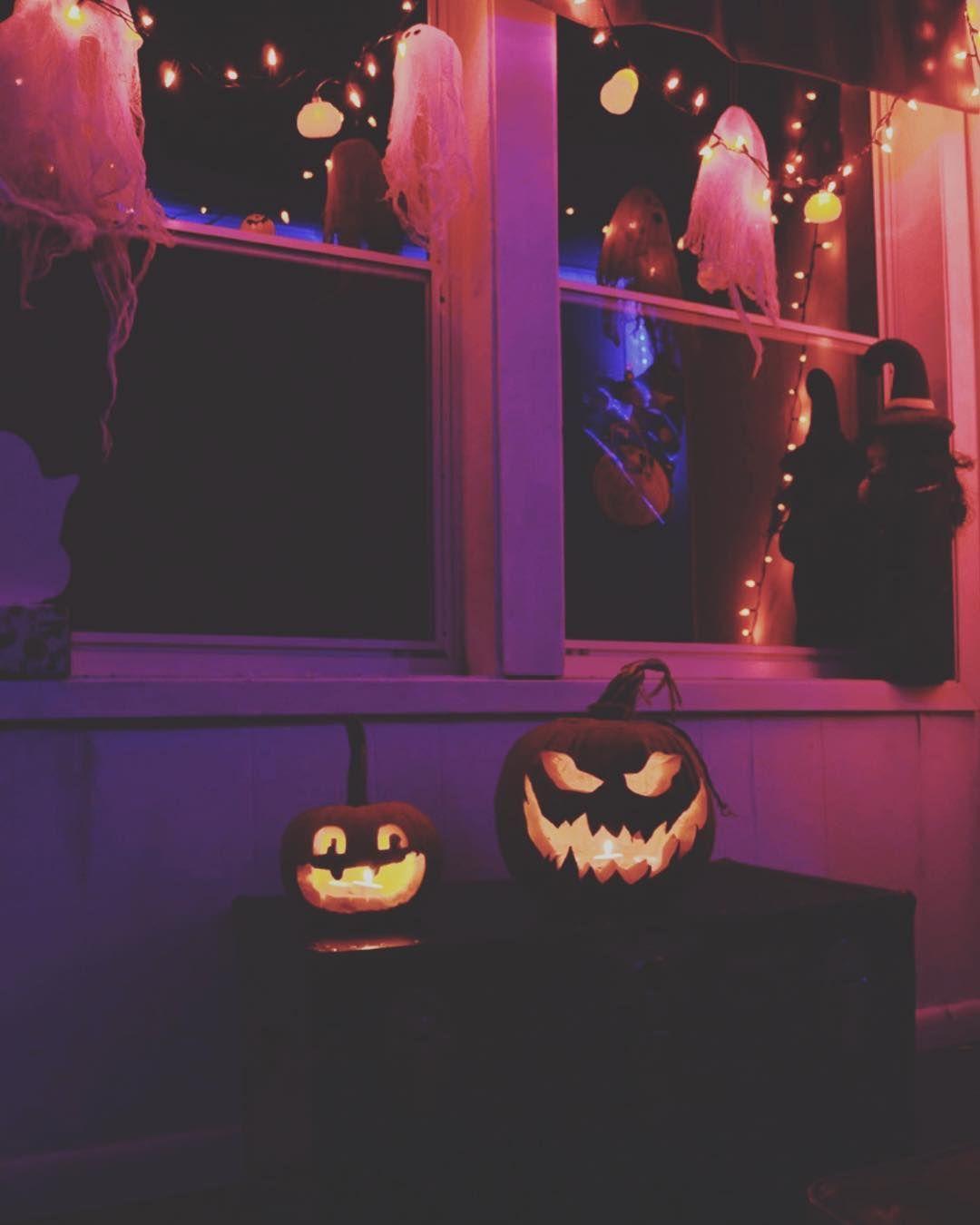 98 Days Halloweendays Halloween House Haunted Pumpkinpatch Candlelight Cozy Fall Au Halloween Wallpaper Halloween Decorations Happy Halloween