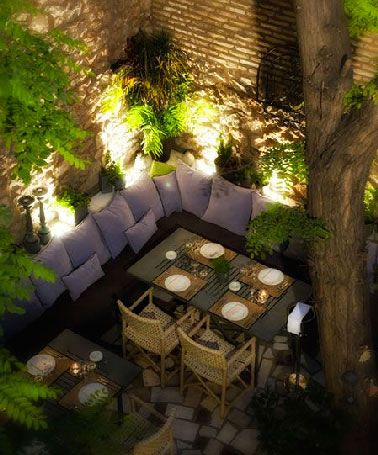 5 id es d 39 clairage table de jardin piquer restaurants balconies and patios. Black Bedroom Furniture Sets. Home Design Ideas