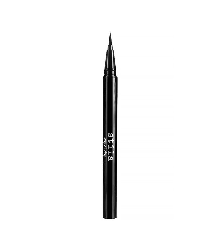 This is the #1 Long-Wear Eyeliner, According to the Internet via @ByrdieBeauty