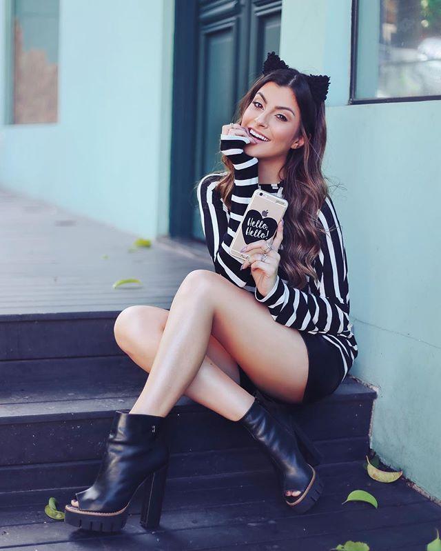 Nosso HELLO HELLO em forma de case pro celular é muito Amor, séério! 🙋🏻💗 já viram nossa 2ª coleção? ✨ Lá no site tem todas elas ~> @gocasebr www.gocase.com.br/nahcardoso