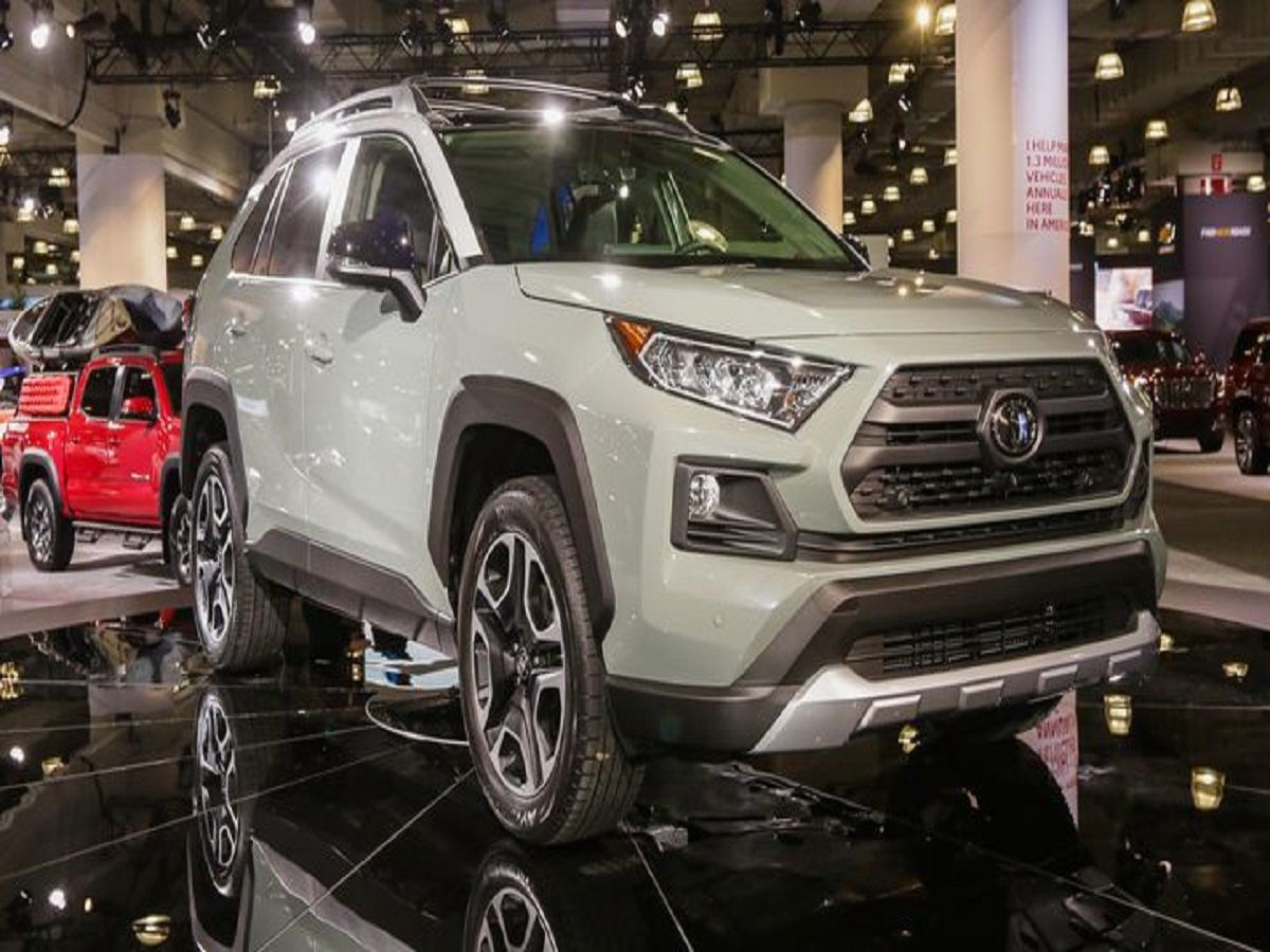 How the 2019 Toyota RAV4 stacks up to the new Forester, CR