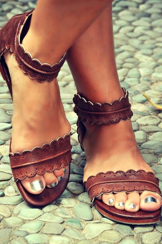 Yeni Sezon En Sik Bayan Sandalet Modelleri Guzelix Guzellik Sirlari Sandalet Ayakkabilar Kadin Ayakkabilari