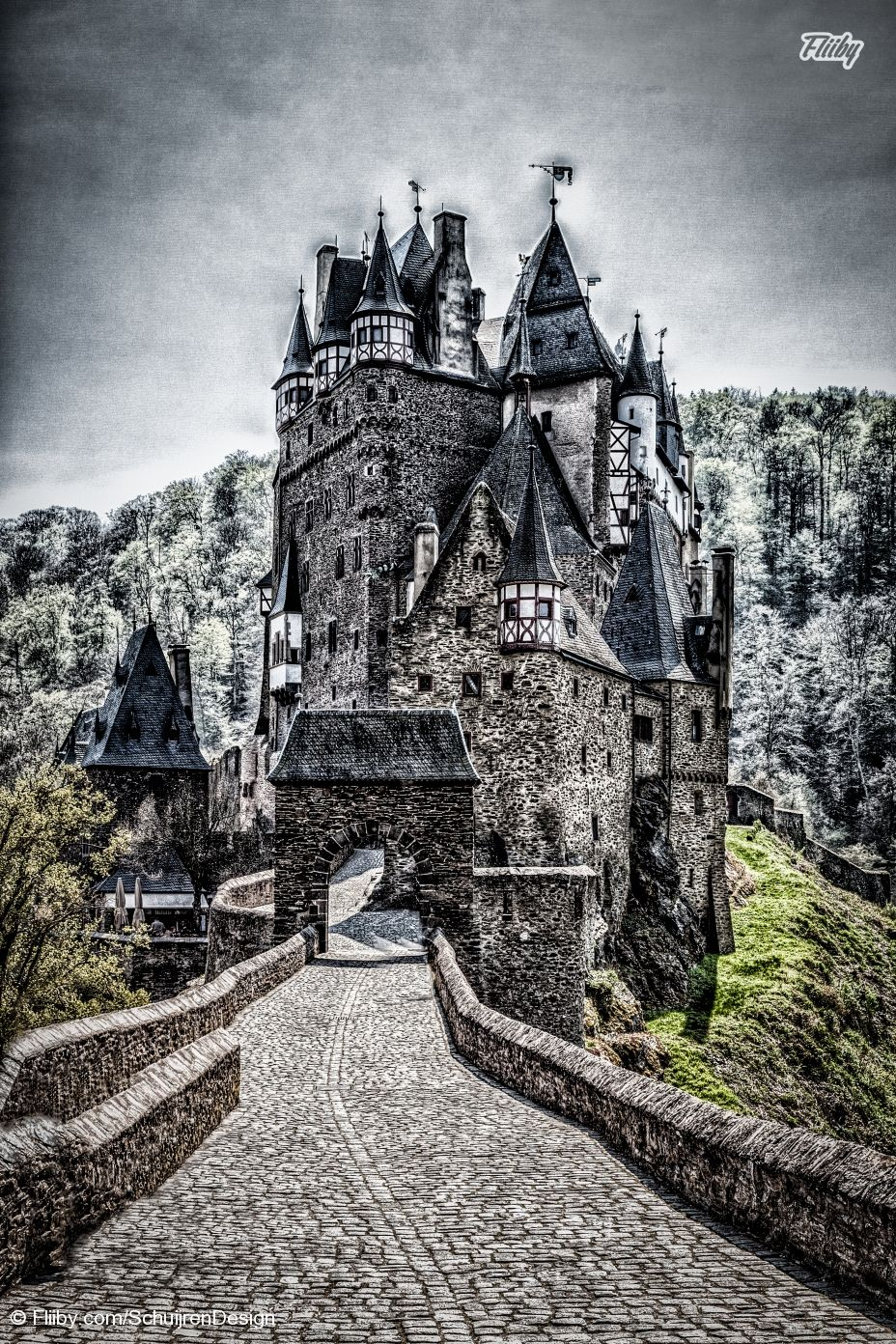 File of the Day June 29th, Burg Eltz from SchuijrenDesign. Like and Share it with your friends to support this photo: https://fliiby.com/file/moiyxwtktzc/?utm_content=buffer7bb2a&utm_medium=social&utm_source=pinterest.com&utm_campaign=buffer #fliiby #photooftheday #potd #photo