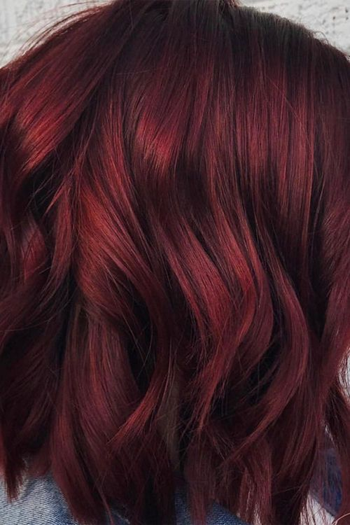 Haarfarbe: Glühwein-Rot : Mulled Wine Hair: Glühwein-Rot ist die heißeste Trendhaarfarbe im Winter 2020