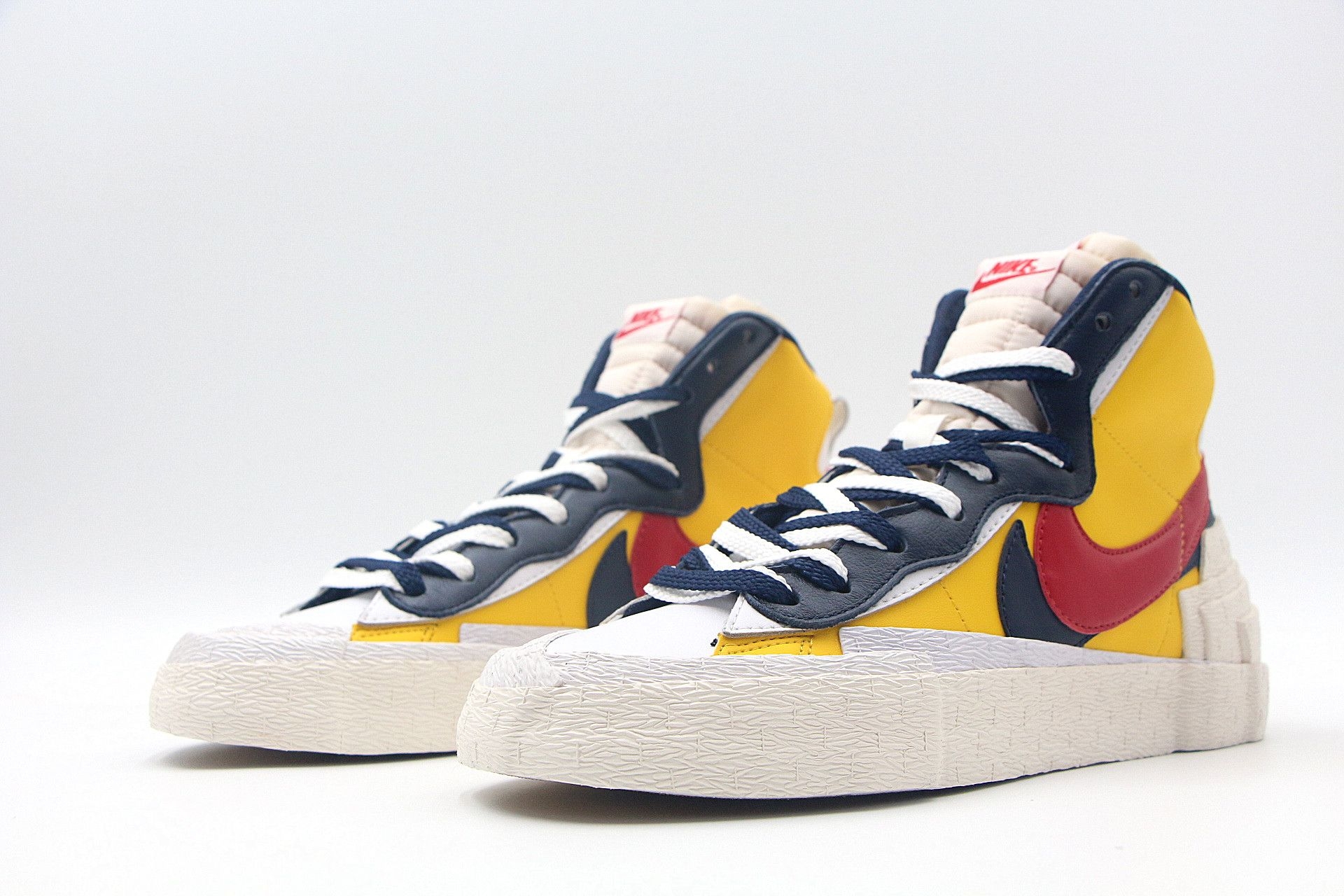 acelerador Absoluto El principio  Sacai x Nike Blazer With Dunk BV0072-700 White Yellow Red in 2020 | Nike  blazer, Red nike, Nike