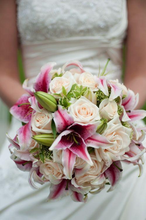 Brautstrau mit Lilien und Rosen