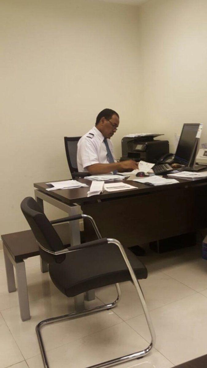 هاشم برهان إلى الدرجة 19 بالخطوط السعودية Http Mnaspat Com 4666 مناسبات Eames Lounge Lounge Chair Eames Lounge Chair