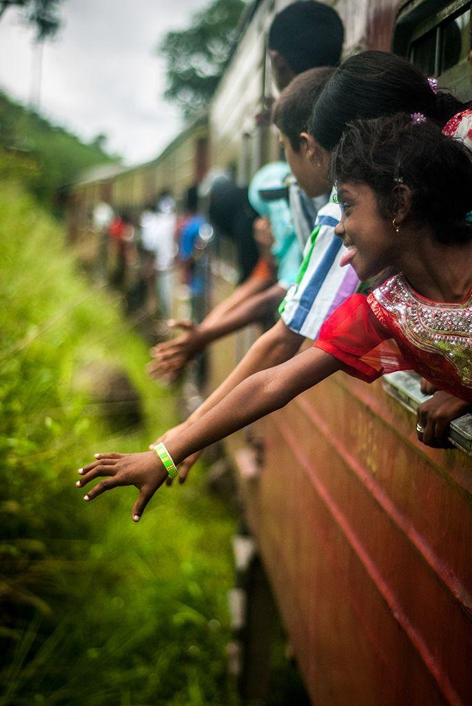 Niños jugando en el tren